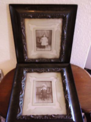 PAIR ANTIQUE VICTORIAN CHILDREN PHOTOGRAPHS EBONY COROMANDEL ORNATE FRAMES